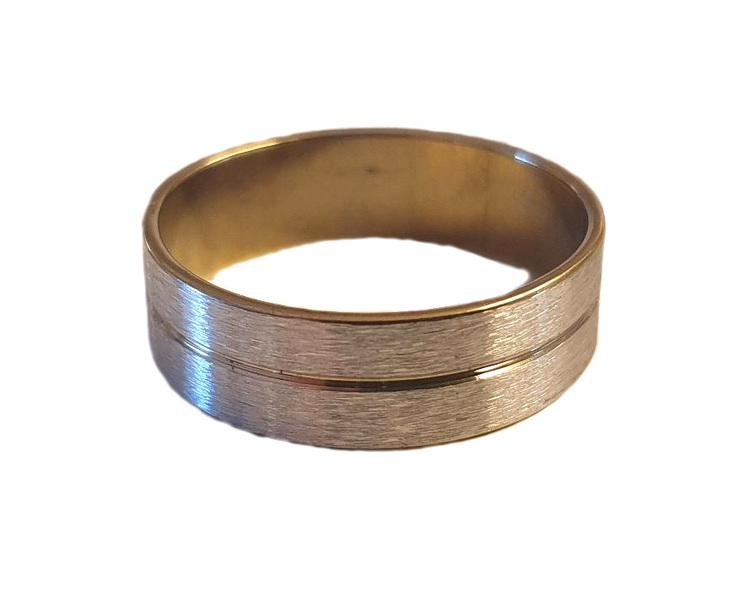 Kraftig silverfärgad stålring med guldrand