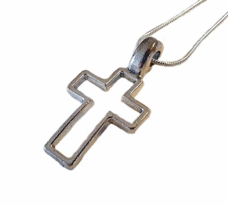 Silverfärgat kors