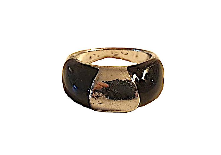 Silverfärgad ring