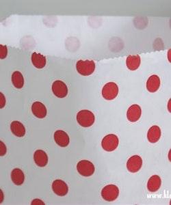 Presentpåse - vit och rödprickig