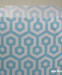 Presentpåse - ljusblå/vit honeycomb
