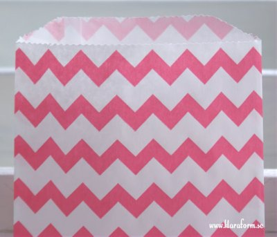 Presentpåse - rosa/vit vågig