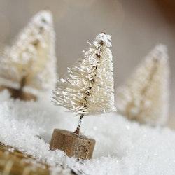 Gran med snö 3-4 cm - Vit