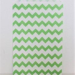 Presentpåse - 10 st grön/vit chevron