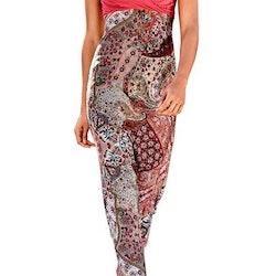 Maxiklänning, röd-mönstrad