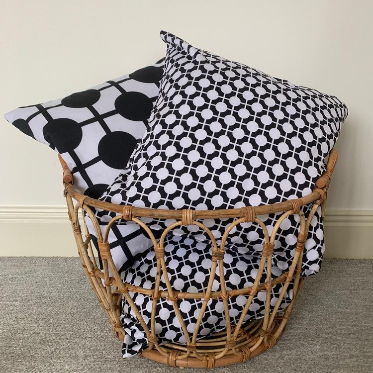 Pillow Hiddenshe Black/White