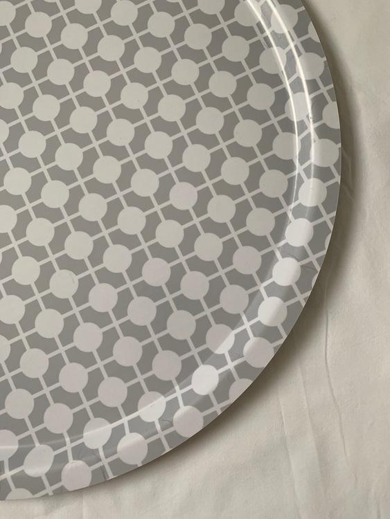 Tray + Tray stand (Tray Gray/white Hiddenshe)