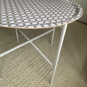 Tray + Tray stand (Tray Beige/white Hiddenshe)