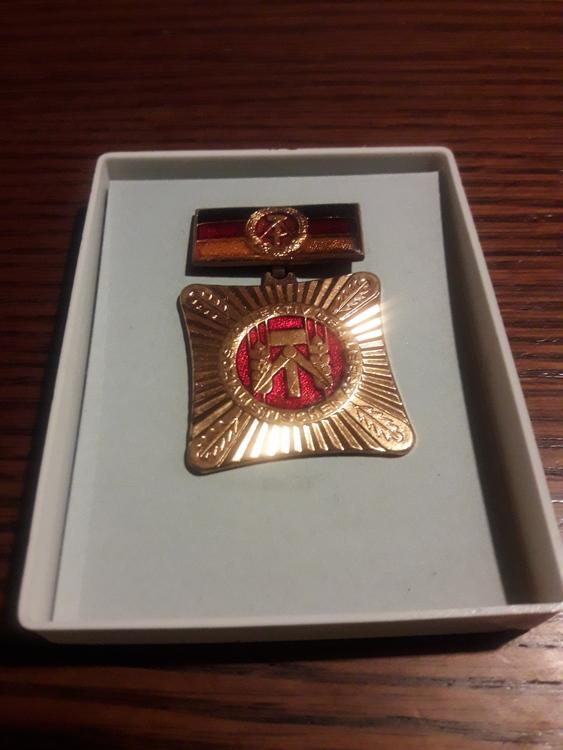 GERMANY, DDR Orden, medal - SOZIALISTISCH ARBEITEN LERNEN UND LEBEN !