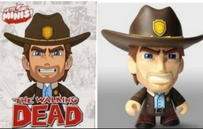 Skybound Mini Invincible +The Walking Dead Figure Skybound Mini Rick🛒