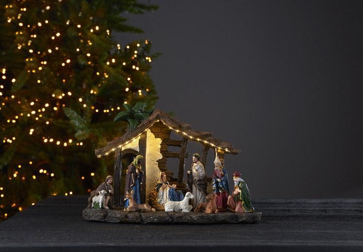 Julkrubba med många fina detaljer samt timer - finns i God gärnings designbutik