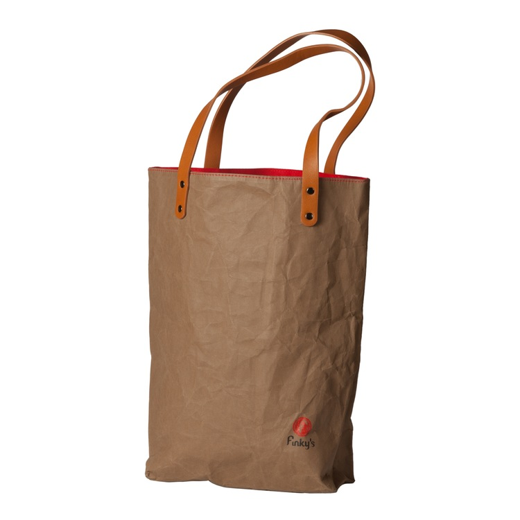 Mörkbrun väska i papper och latex, marknadens nyaste material. läder-look-alike. One bag med attityd