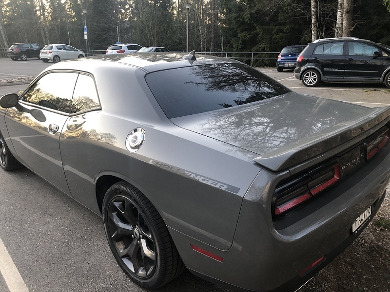 Dodge Challenger med solfilm