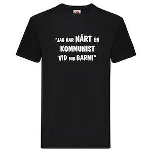 """T-Shirt, """"Jag har närt en kommunist vid min barm"""", Svenska Citat"""