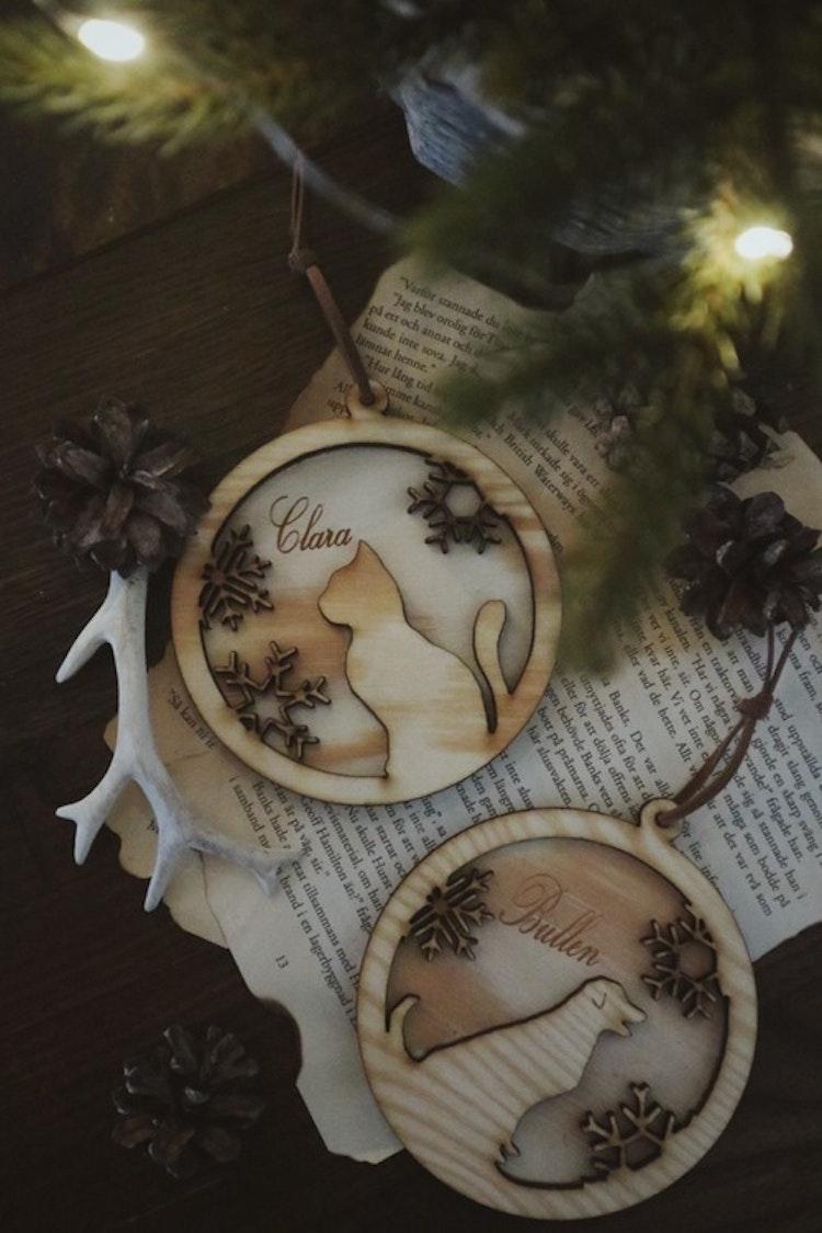 Julkula i trä med snöflingor + djur