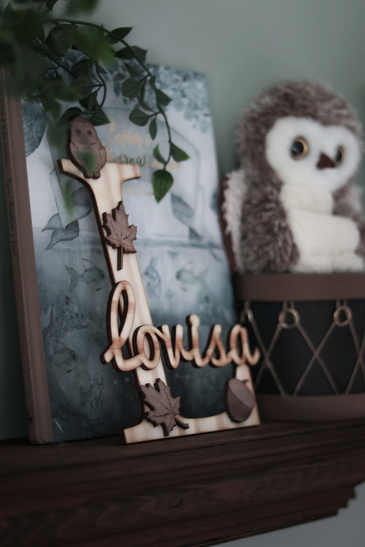 Bokstavstavla med namn (uggla +löv)