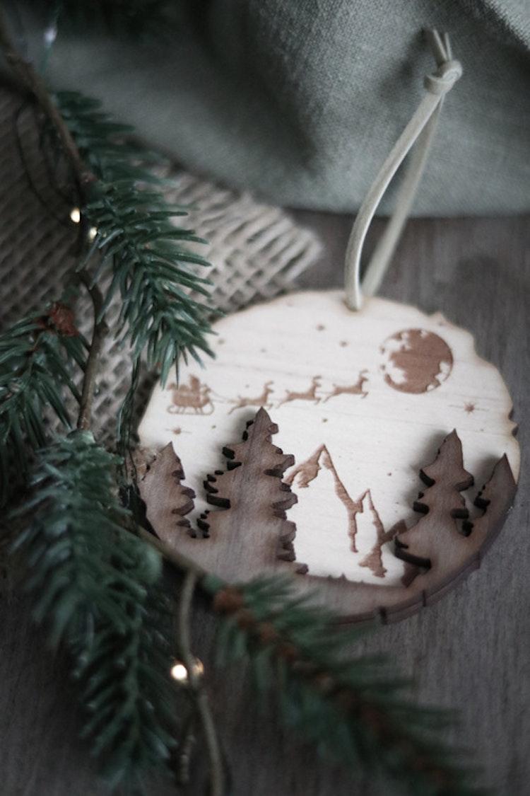 Julkula i trä - Stjärnhimmel och tomtefärd