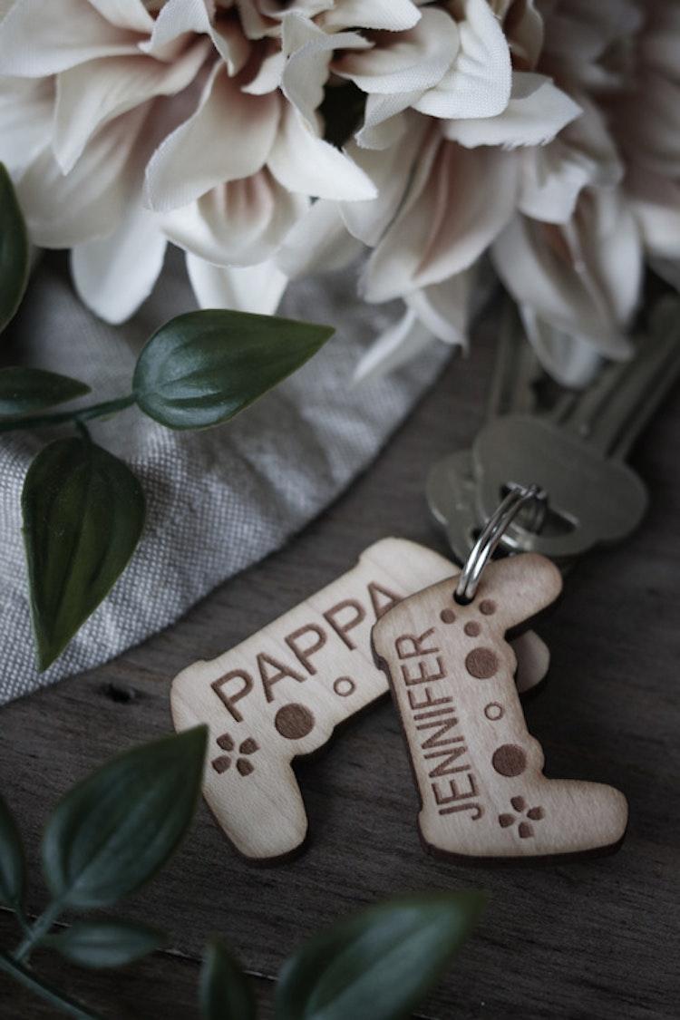 Nyckelring - Pappas spelkompisar (valfritt antal namn & spelkonsoler)