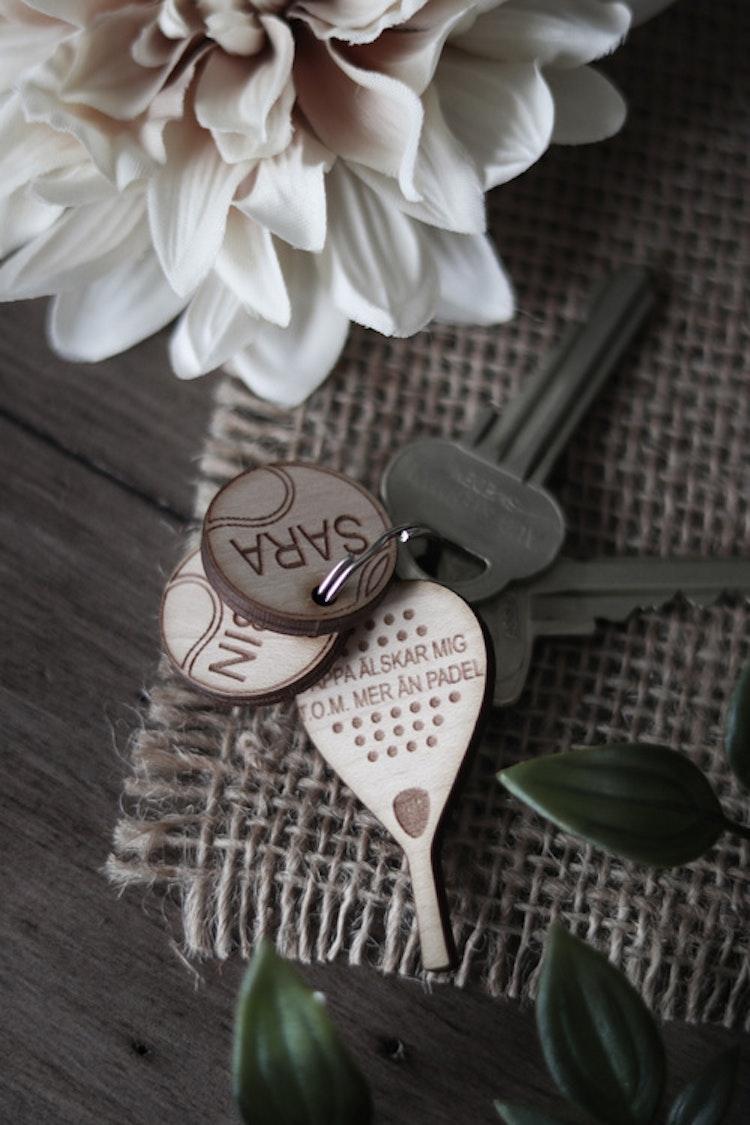 Nyckelring - Pappa älskar mig mer än padel (valfria namn & antal)