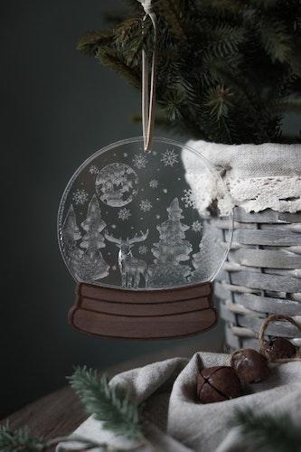 Snöglob - Hjort i vinterlandskap