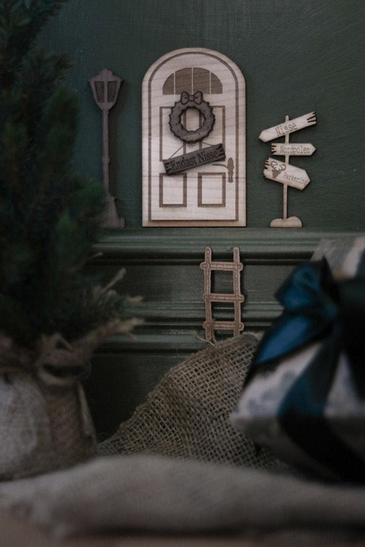 Nissedörr - Set med dörr, stege, lykta & skylt