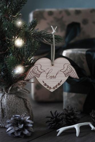 Julkula - Hjärta med änglavingar & valfritt namn