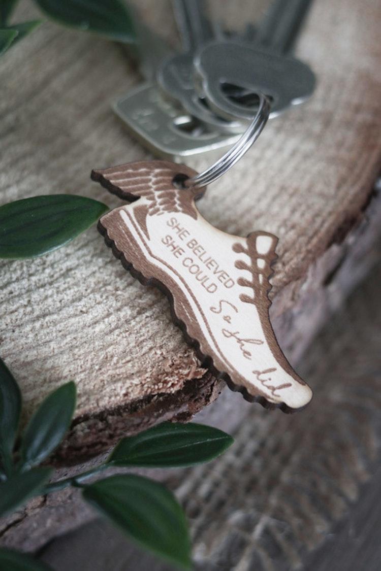 Nyckelring - Löparsko med vinge