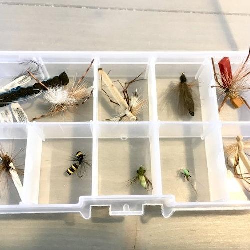 Realistiska flugor i foam m.m.