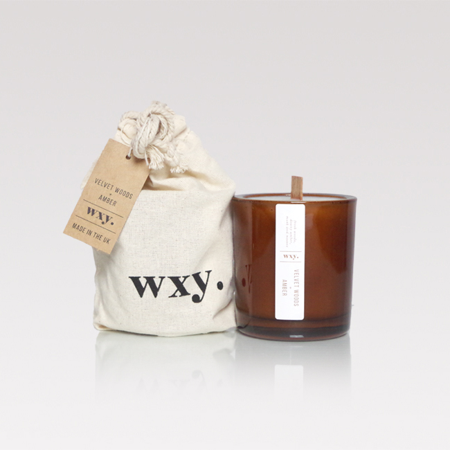 Velvet woods & amber scented candle