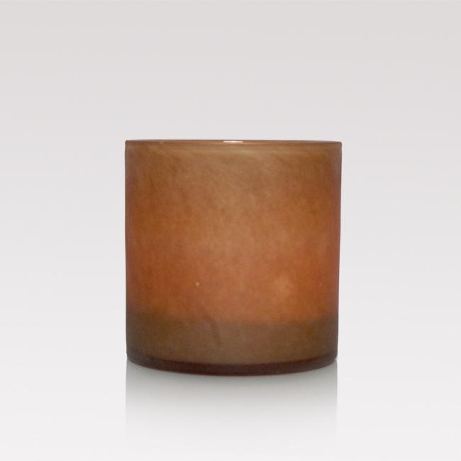 Ljuslykta i sandfärgat glas. Matt utsida och blank insida. 10x10,5 cm stor.