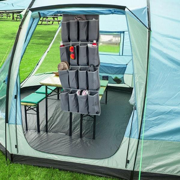 Hängande förvaring för kläder och prylar i tyg för camping