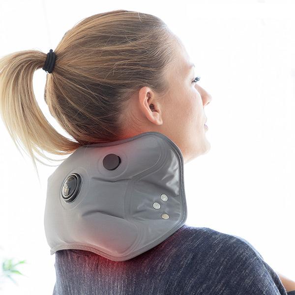 Lindra nacksmärta med en elektrisk varmvattenflaska