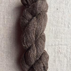 Svenskt brun finull - ofärgat - 3 trådigt & 1 trådigt -