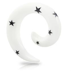 Vit spiral med svarta stjärnor