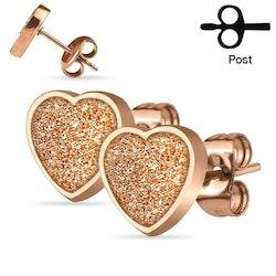 Örhängen med glitter hjärtan