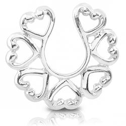 Fake piercing till bröst med hjärtan