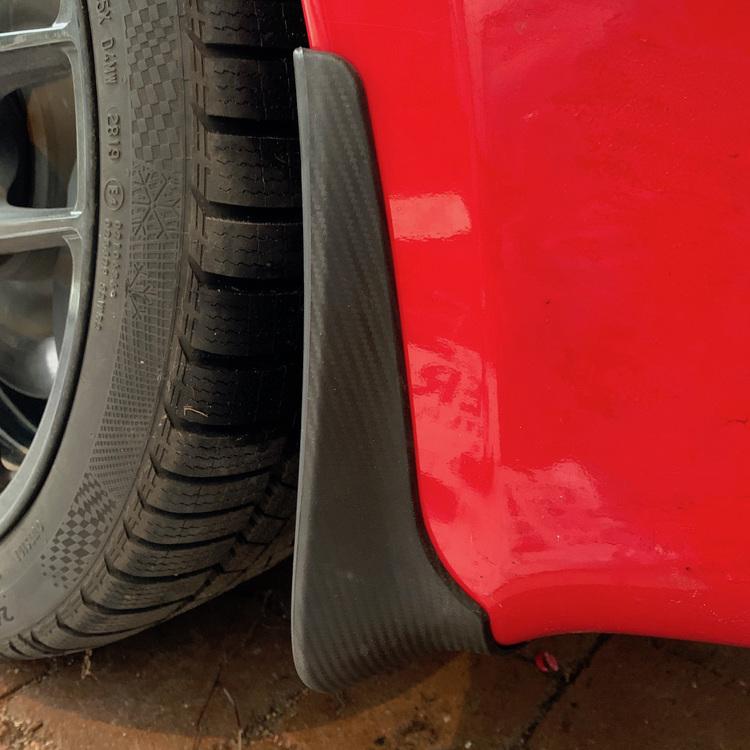Stänkskärmar till Tesla Model S med carbon fibermönster