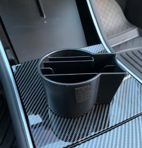 Smart insats till mugghållare i Tesla Model 3