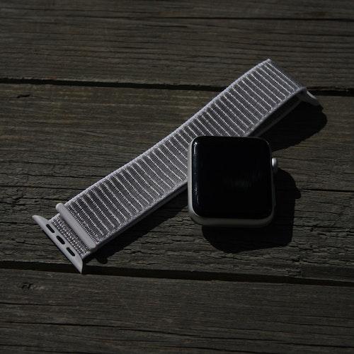 Apple Watch armband i nylon - ljusgrå