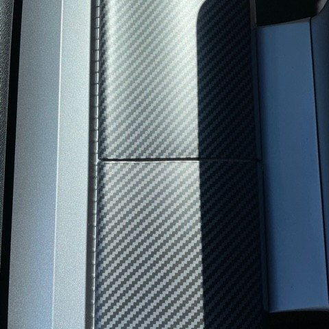Paneler till instrumentbrädan, silk carbon fiber print - Tesla Model 3/Y