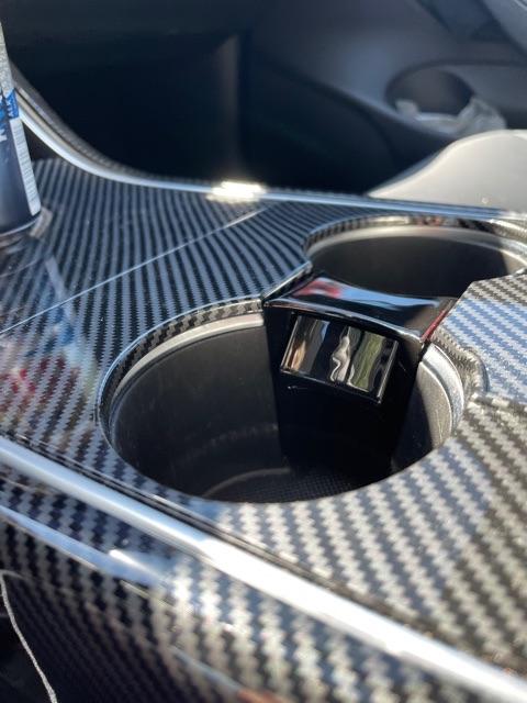 Fjädrande insats t mugghållaren - Tesla Model 3