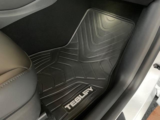 Paket: 6 gummimattor - Tesla Model Y