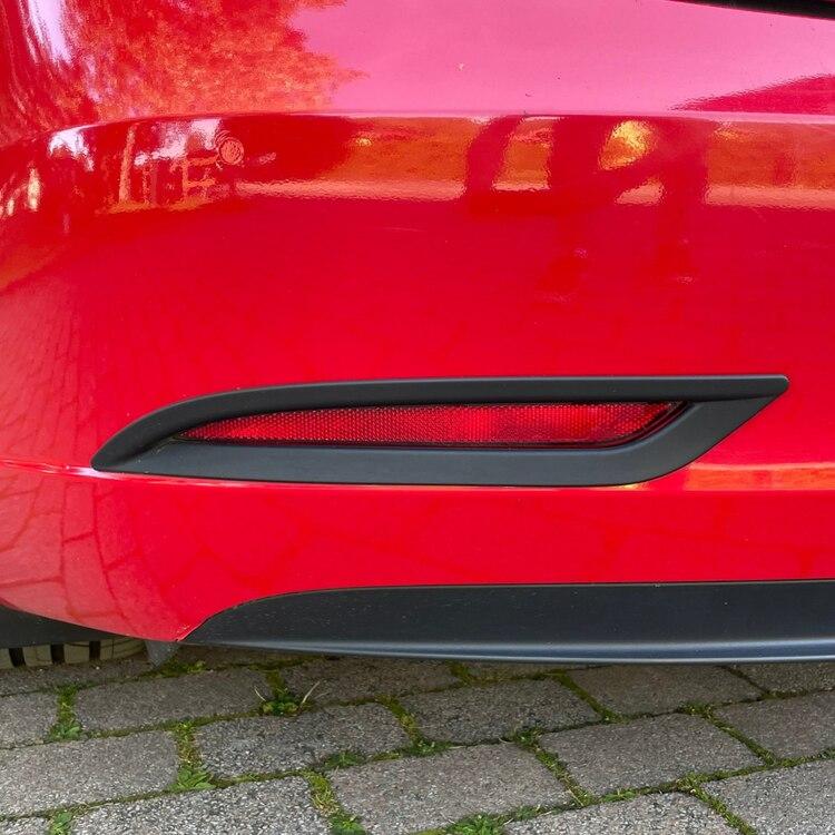 Paneler till bromsljusen, matt svarta - Tesla Model 3
