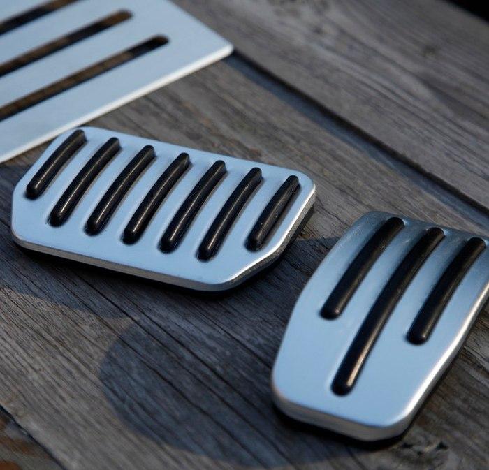 Snygga pedaler i aluminium till Model S
