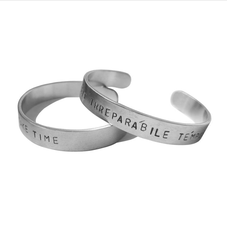 Stansat armband med egen text