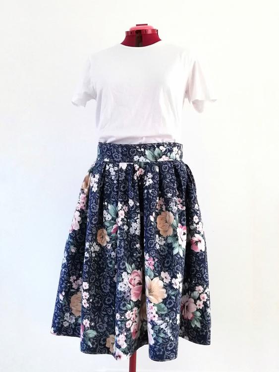 SARA, kjol med veckad midja 103 cm