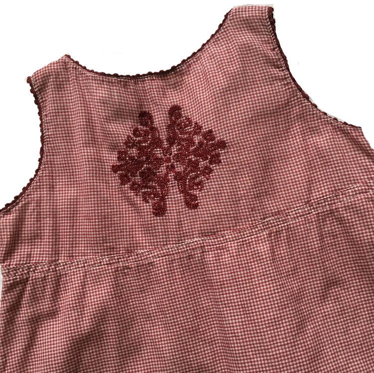 Rödrutig klänning stl 110