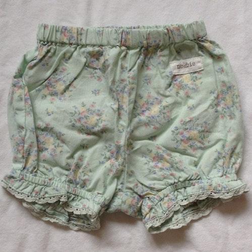 Blommiga shorts stl 56