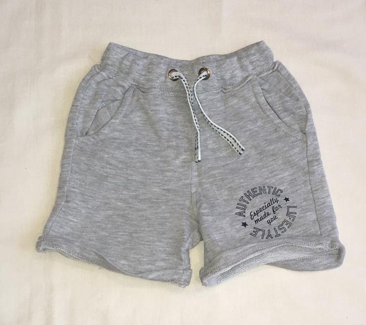 Grå shorts stl 74