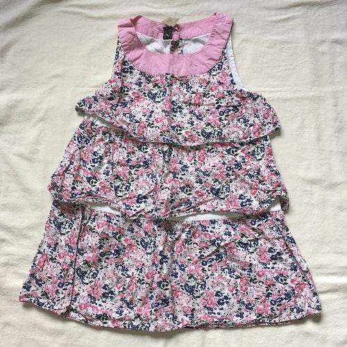 Blommig volangklänning stl 122